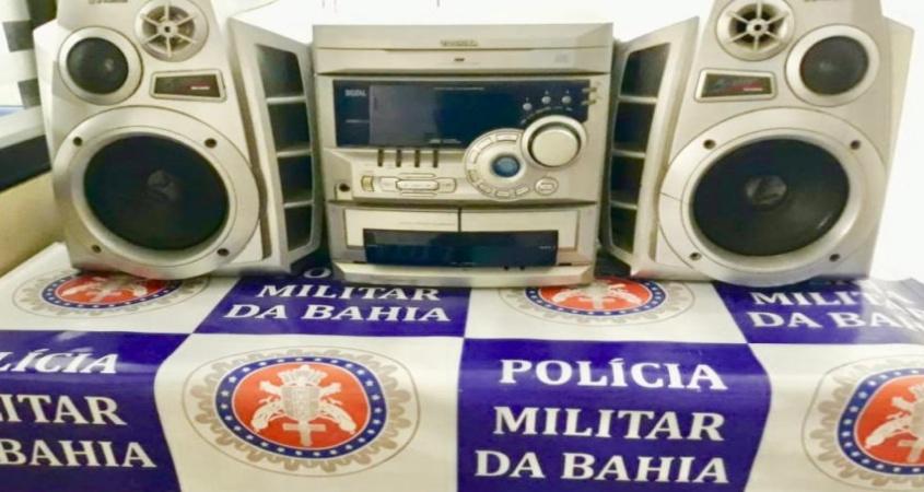 Polícia apreende aparelho de som por perturbação do sossego próximo à delegacia de Paulo Afonso