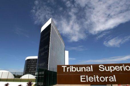 TSE arquiva ação contra chapa de Bolsonaro por uso de outdoors em campanha
