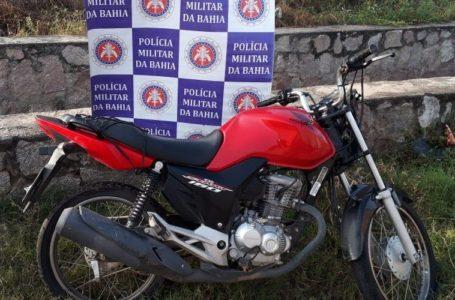 PM recupera moto furtada no BTN nas proximidades de um canal de esgoto