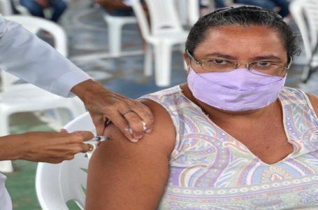 Grávidas e mamães com mais de 18 anos que tiveram bebê há 14 dias recebera serão vacinadas contra covid nesta terça, 22